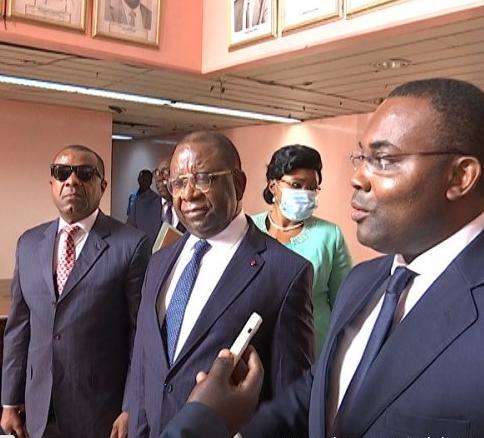 Encuentro del empresario nacional Evita Oma con autoridades de Camerún