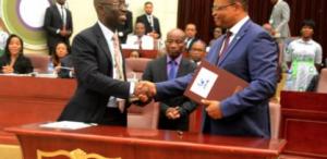 Firma de acuerdos entre el Gobierno e instituciones financieras